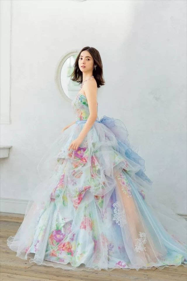 人体艺术图片佐佐木_佐佐木希婚礼登热搜,身穿自创品牌婚纱出席婚宴,每件婚纱都美爆了啊!