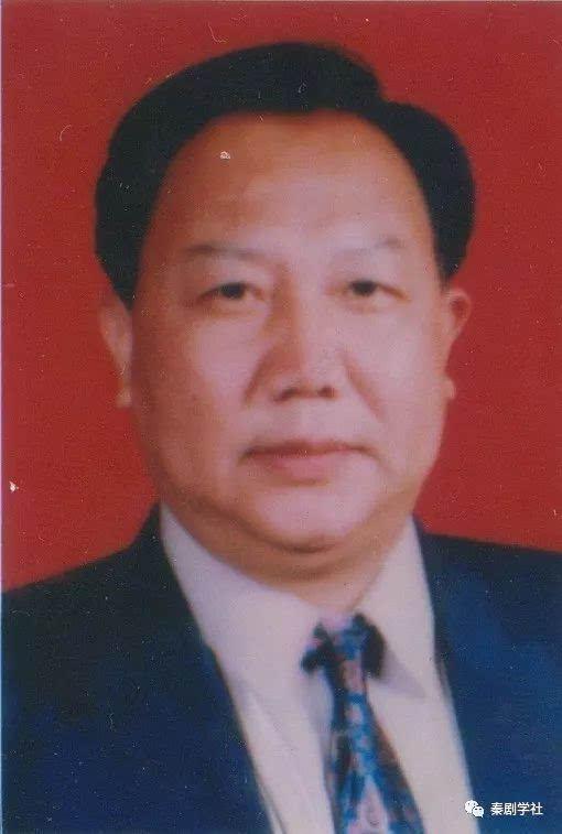 生于1946年,其父为易俗社第三期学员,著名须生,红生张镇中.