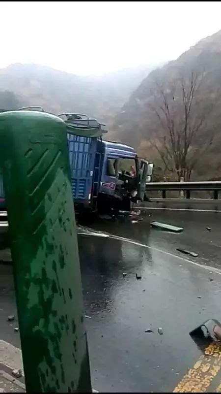 下雨天,晋阳高速突发车祸!现场一片混乱.