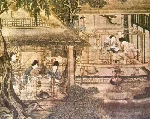 早在距今七千年至五千年的母系氏族公社时期,我国就已经种植水稻和粟