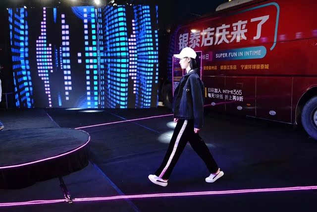 每到11月 全宁波人民已经习惯性的 开始关注银泰的店庆活动, 猜测
