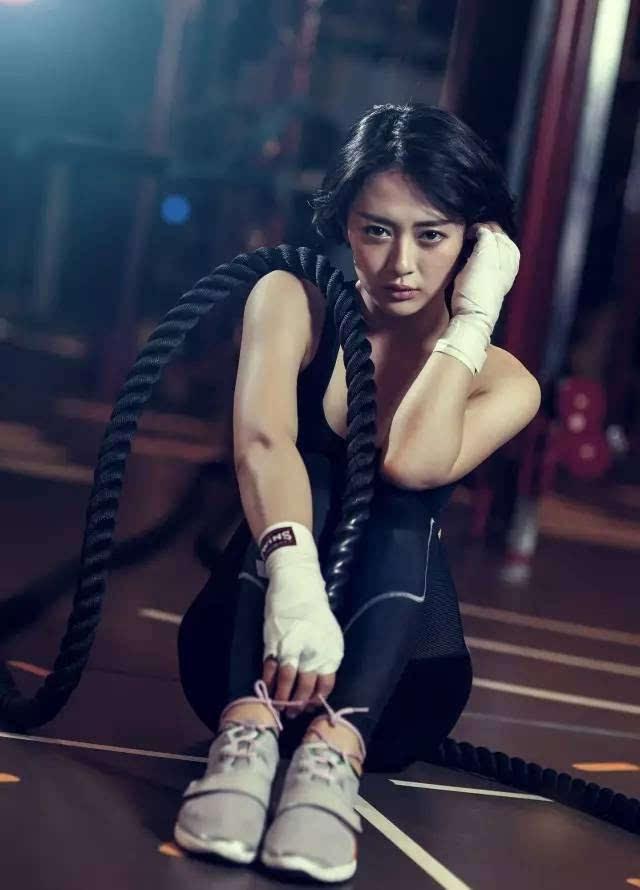 爱爱色五_但经过一年的健身训练,她开始爱上这样的生活方式!