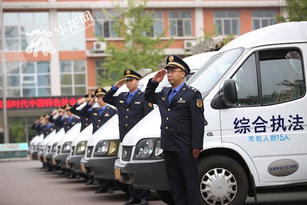 综合执法_换装亮相. 两江新区城市管理综合执法支队供图 华龙网发