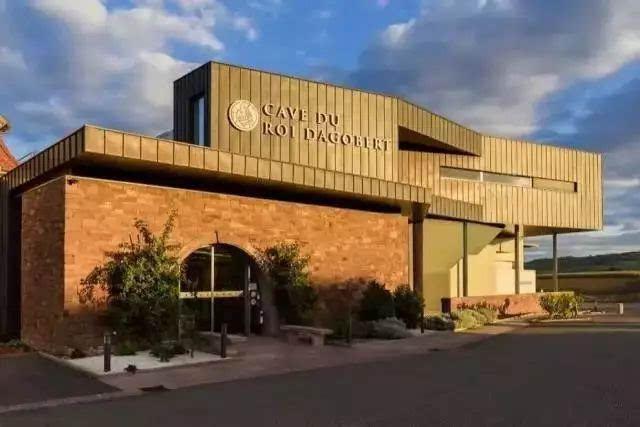 今天新活动商贸与阿尔萨斯最大酒庄达戈贝尔酒庄正式签署中国大陆地区
