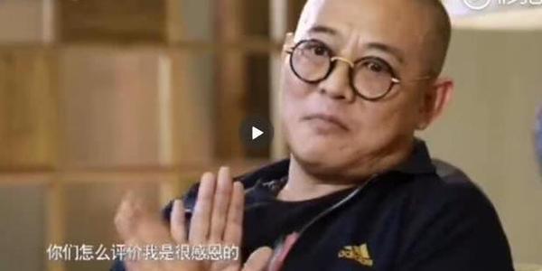 网友晒出55岁李连杰远赴青海拜佛,身体健康硬朗精神十足