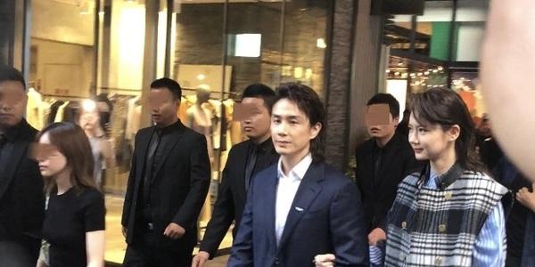 戚薇李承鉉同框現身被偶遇,站在老婆身旁的李承鉉猶如保安領班