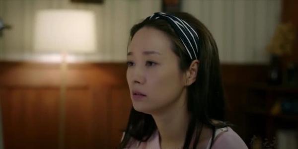 马伊琍新剧《在远方》开播,43岁演少女遭吐槽,长发造型成亮点