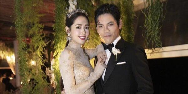 郭碧婷向佐婚后在重庆被偶遇,两人打情骂俏互相搂腰甜蜜爆棚