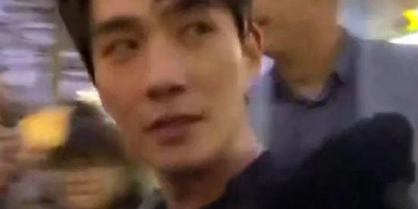 """朱一龙现身被男粉丝喊""""老公"""",回头给个白眼小表情十分呆萌可爱"""