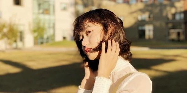《唐人街探案》牙套妹让人觉得恐怖,现实生活中却是很美