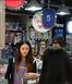 林峯被拍与绯闻女友逛街!两人带小朋友淘玩具