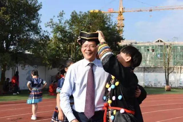 杭州學軍中學老校長拒絕百萬年薪 奔赴貴州支教