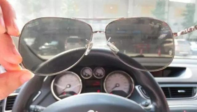 开车能不能戴帽子呢