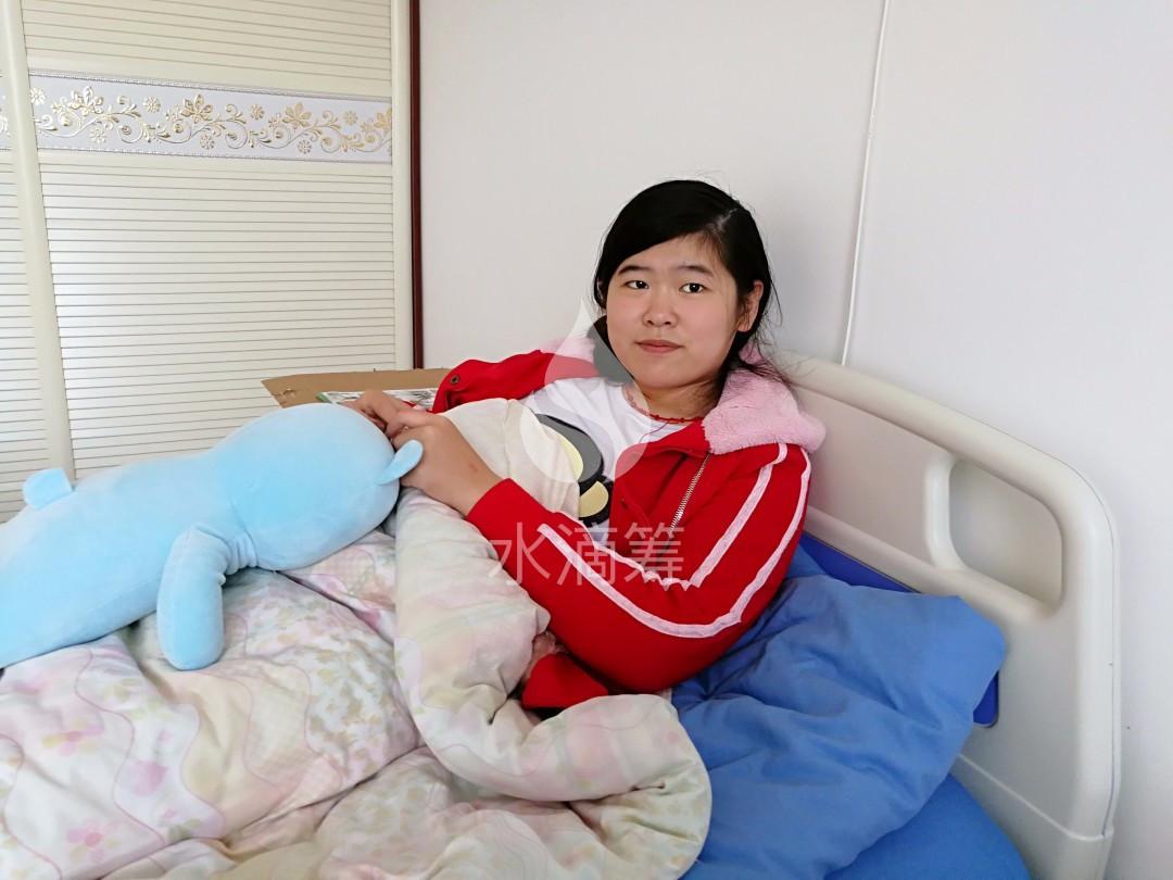 妈妈给初中女儿的信_女儿患病做手术,母亲跪地5小时祈祷平安,女儿求助信催人泪下
