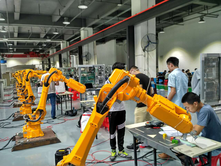 【机器人培训】工业机器人工程师月薪上万吗