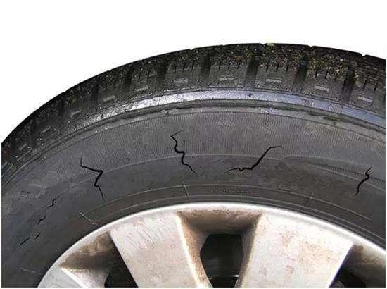 到底什么时候需要更换轮胎,别再被4S店坑了!