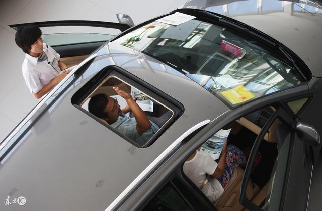 在4S店全款买车遭嫌弃,4S店为何如此推崇贷款买车?