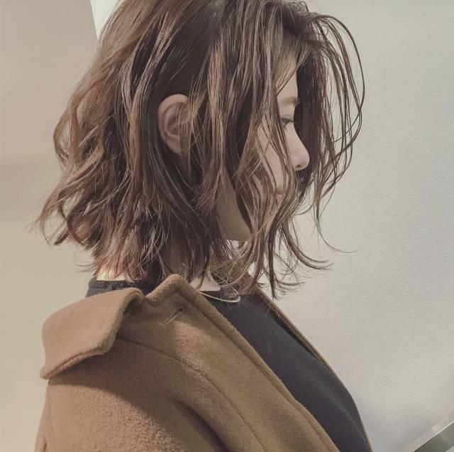 热短发 | 短发凌乱卷,美的刚刚