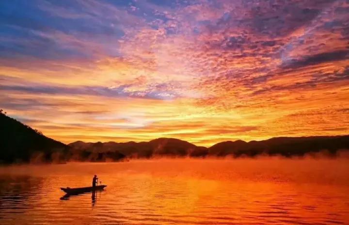 蓝天白云 海鸥成群 冬季的泸沽湖美得不像话