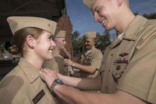 女兵人有什么用_美国女兵屡遭侵犯,却无法改变命运,为什么没有人管?