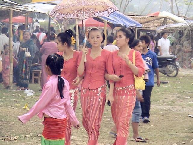 直击中缅边境的少女,真的很漂亮,但是有一个共同的缺点!