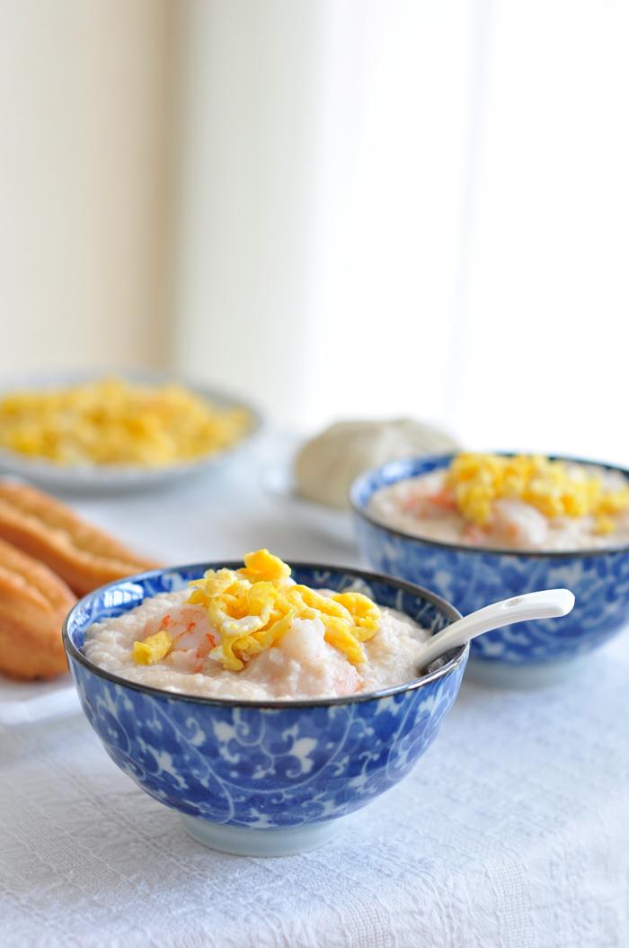 [家常主食]做法很简单,营养很丰富----虾仁鸡蛋燕麦粥