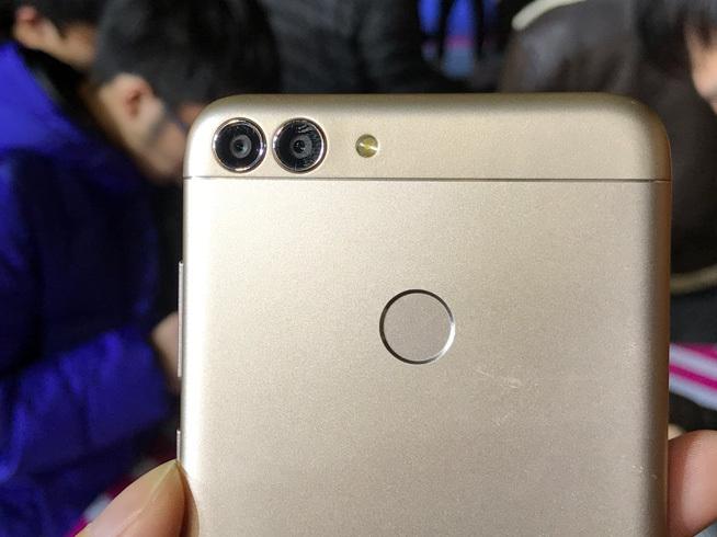全面屏双摄Android 8.0都有 华为畅享7S发布1499元起的照片 - 5