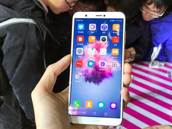 全面屏双摄Android 8.0都有 华为畅享7S发布1499元起的照片 - 3