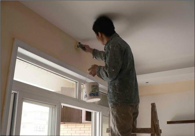 北京家装过程中装修师傅刷油漆施工的必看攻略