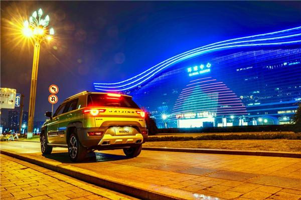 夜幕下2018款北京(BJ)20与天府之国的真挚对视