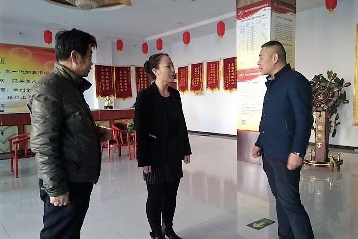 莎梦董事长_河北张家口梦莎倪董事长为张宣15家敬老院送去家乡的苹果