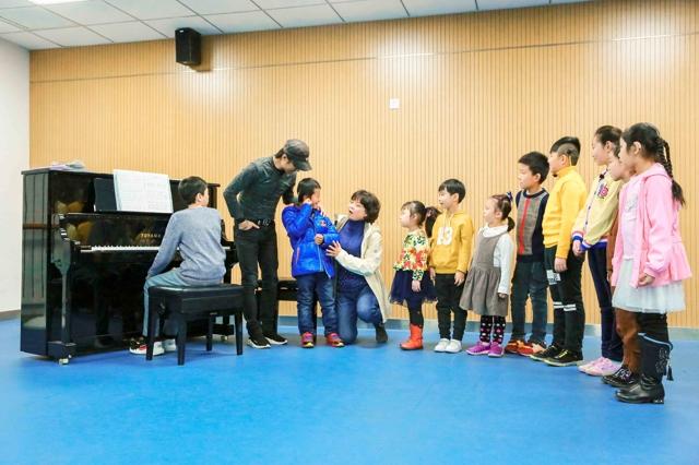 """汪峰重新填词《那年我五岁》 """"不可思议""""合唱团终圆梦"""