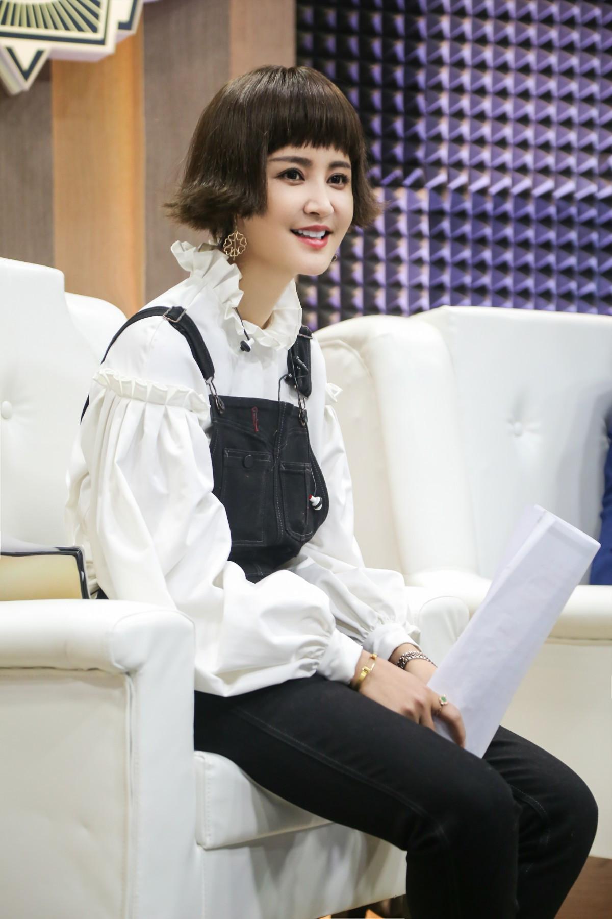 张歆艺挑战蒋欣配音《甄嬛传》 现场观众肯定直言:华妃来了