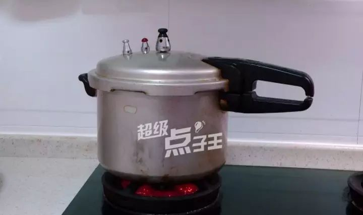 酱油鸡的2种常见做法,操作简单,嫩滑美味!