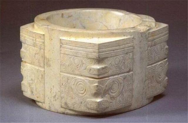 一个古老的玉雕题材:玉琮