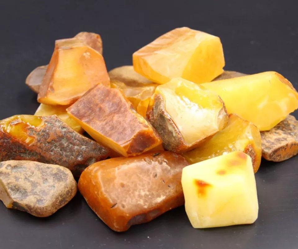 蜜蜡原石什么颜色最好?怎么样低价买琥珀原石呢? 网络快讯 第1张