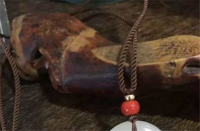玉石挂件的配绳,其中有啥讲究