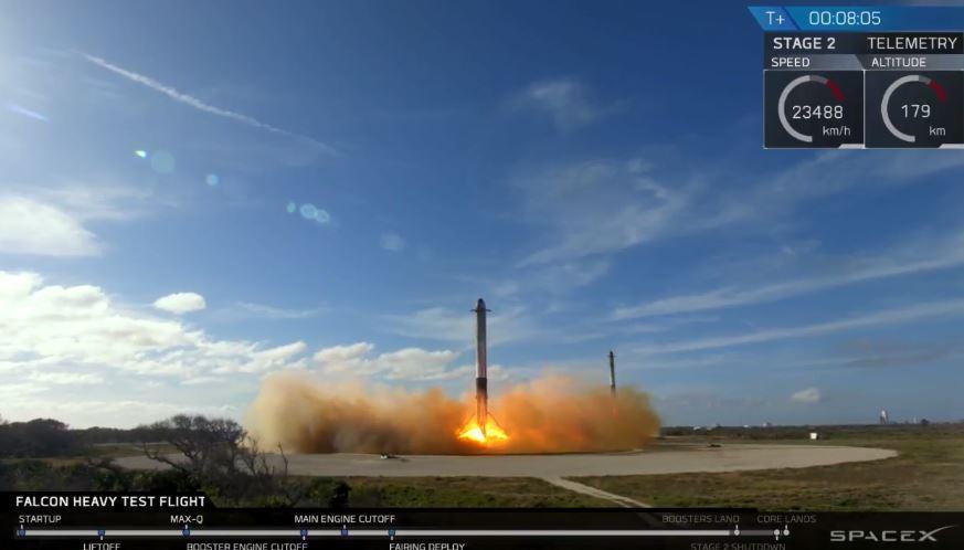 SpaceX又一创举 猎鹰重型火箭发射成功