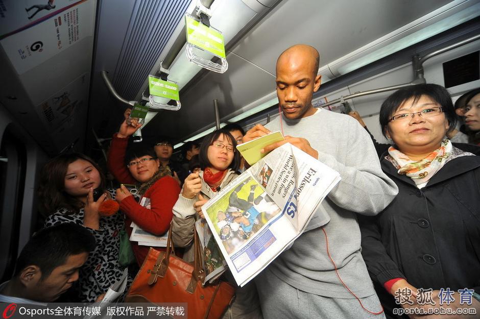"""说相声坐地铁 回顾马布里的""""北漂""""生活(图)"""