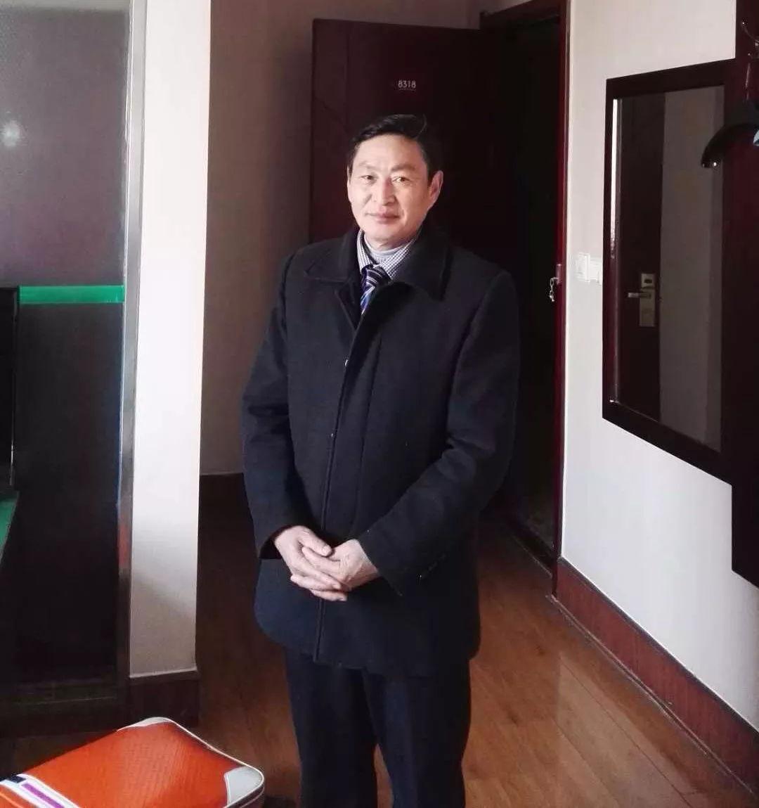 墨宝收藏签约艺术家:中国企业报道艺术资本会员 严坤明