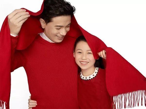 李彦宏与女儿拜年写真曝光 除夕将推贺岁片的照片 - 1