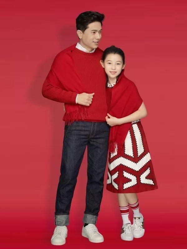 李彦宏与女儿拜年写真曝光 除夕将推贺岁片的照片 - 2
