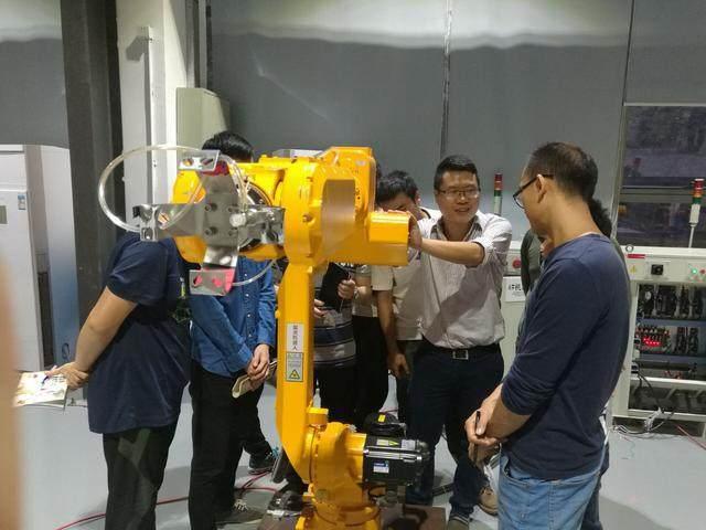 解析丨工业机器人行业里有哪些就业岗位?