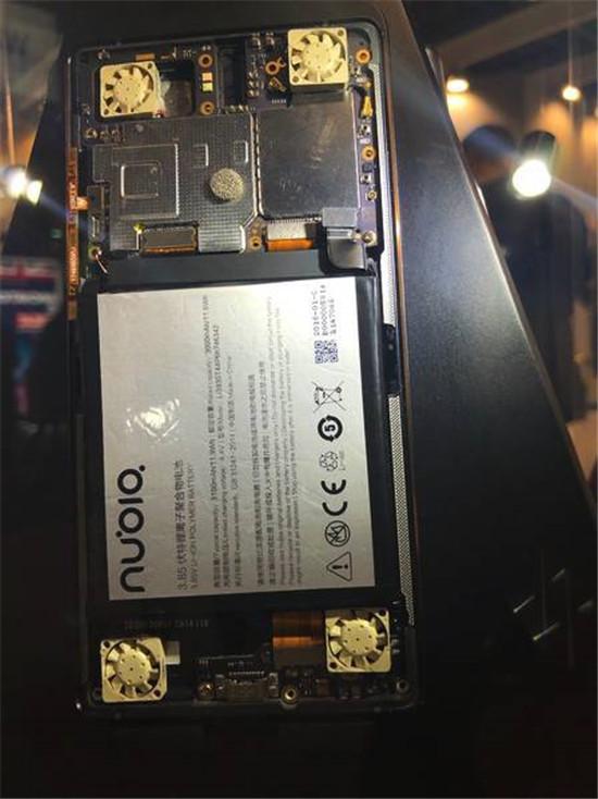 努比亚游戏概念手机亮相MWC 2018:酷炫跑马灯+风冷散热的照片 - 4