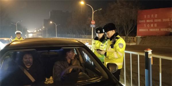 平安春运在进行 原平交警开展集中交通违法整治行动