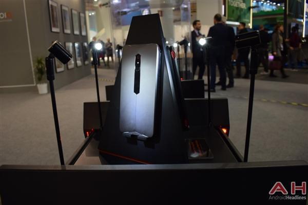 努比亚游戏手机真机实拍:真有四颗风扇的照片 - 8