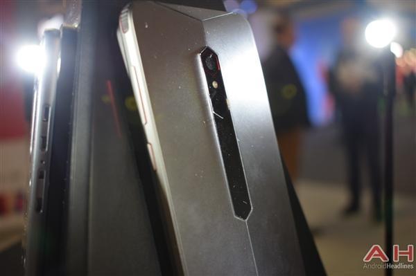 努比亚游戏手机真机实拍:真有四颗风扇的照片 - 6