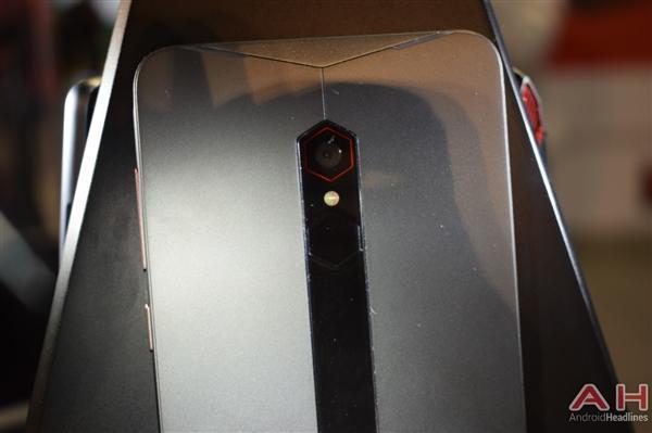 努比亚游戏手机真机实拍:真有四颗风扇的照片 - 9