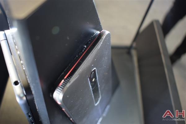 努比亚游戏手机真机实拍:真有四颗风扇的照片 - 5