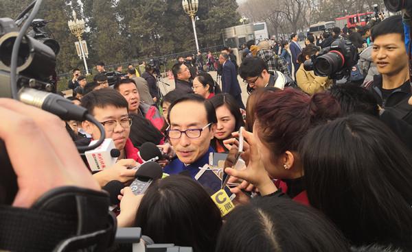 全国政协委员巩汉林:综艺参与者应摸着良心做艺术 不能向金钱低头